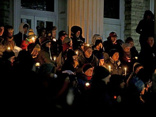 636213230956598015-012917-APC-Candlelight-vigil-rbp-LEAD.jpg
