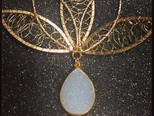 dcn 0927 wearable art show angela lensch