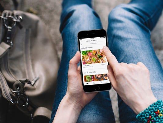 636612975351912046-UberEATS-app-lunch1-1.jpg