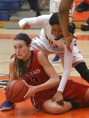 Oakland's Maggie Knowles (23) scrambles to pass the