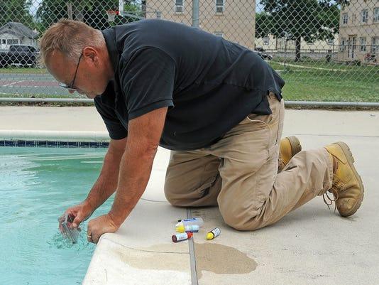 -Testing the water.jpg_20140627.jpg