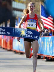 Molly Huddle runs to a win in the 2016 B.A.A. 5K in