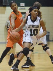 Rapides' Darlynetta Martin (10) dribbles the ball against