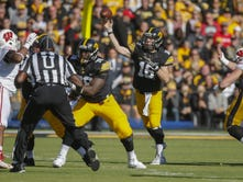 Leistikow: Eight games in, Hawkeyes still aren't on same page