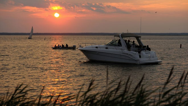 Boats on the water at Sunset Park Beach in Long Beach Island, NJ