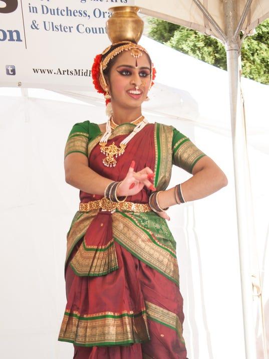 636410693845641602-Kuchipudi-dancer.1RiverFest.924.jpg