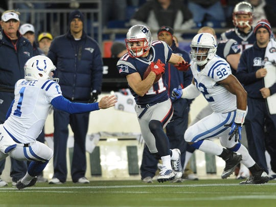 New England Patriots Julian Edelman returns a punt for a touchdown.