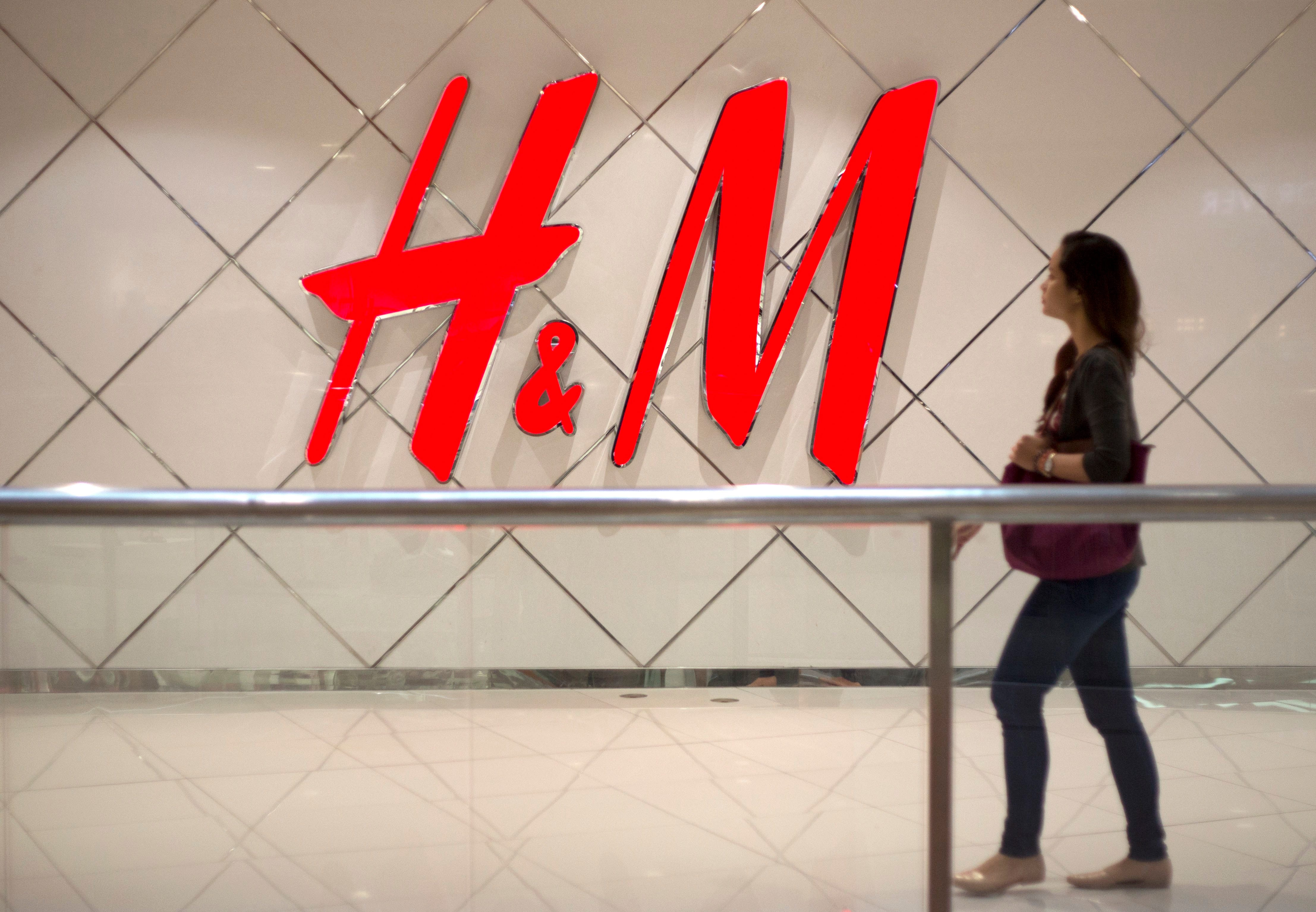 Conosciuto H&M apologizes for ad showing black child wearing 'monkey' hoodie XQ56