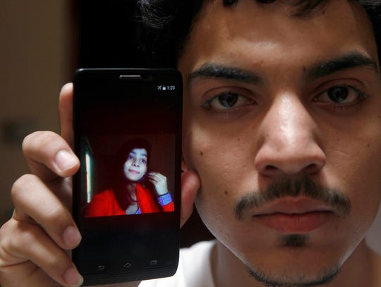 Hassan Khan shows the picture of his wife Zeenat Rafiq,