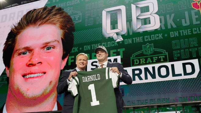 USC's Sam Darnold, right, poses for photos with commissioner Roger Goodell after he was selected by the New York Jets during the first round of the NFL football draft, Thursday, April 26, 2018, in Arlington, Texas.