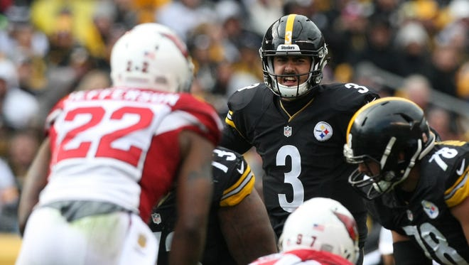 Oct 18, 2015: Pittsburgh Steelers quarterback Landry Jones (3) at the line of scrimmage against the Arizona Cardinals during the second half at Heinz Field. The Steelers won the game, 25-13.
