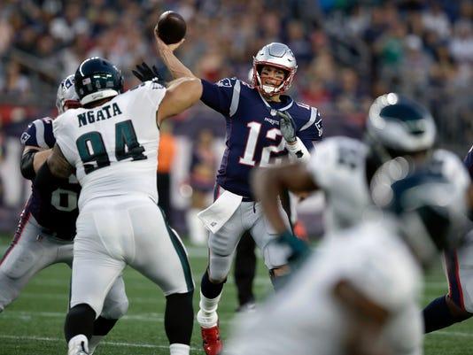 APTOPIX_Eagles_Patriots_Football_72967.jpg