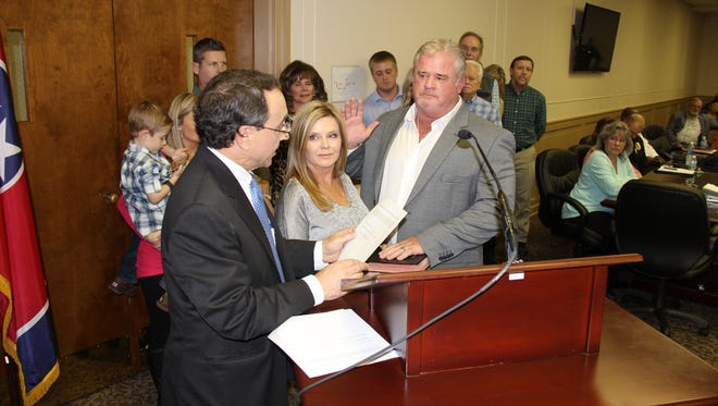At-large Gallatin City Councilman Shawn Fennell was among three council members sworn in to office Tuesday by Sumner County General Sessions Judge Jim Hunter.