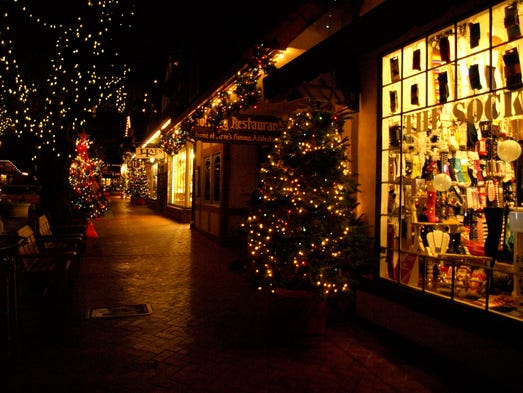 10 best hotels that go all out for the holidays for Where to go for a white christmas in usa