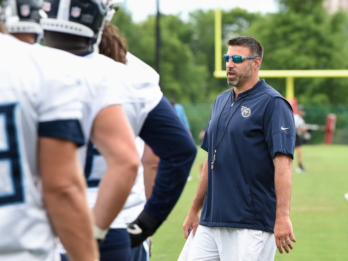 Titans head coach Mike Vrabel talks with his players
