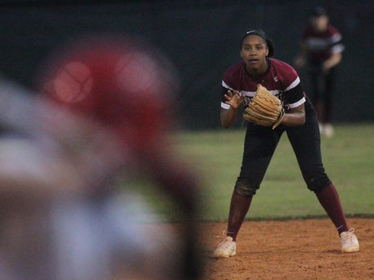 Chiles second baseman Amaya Gainer sets up defensively.