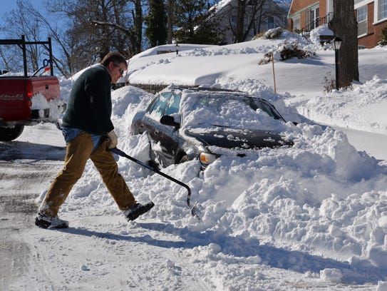 David Cupp digs out his mother on Walnut Avenue in