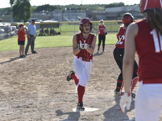 Karah Kluck scores the lone run in the Division 4 sectional