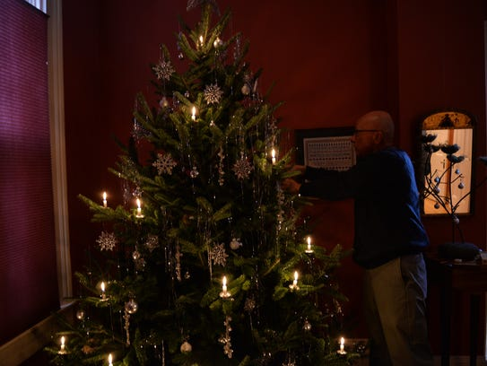 1st String Of Christmas Tree Lights Created By Thomas Edison : Where are the best Christmas lights?