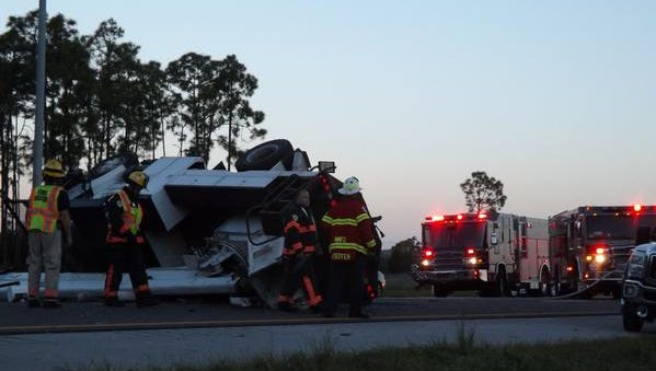 A rollover crash has shut down southbound I-75 in Collier County