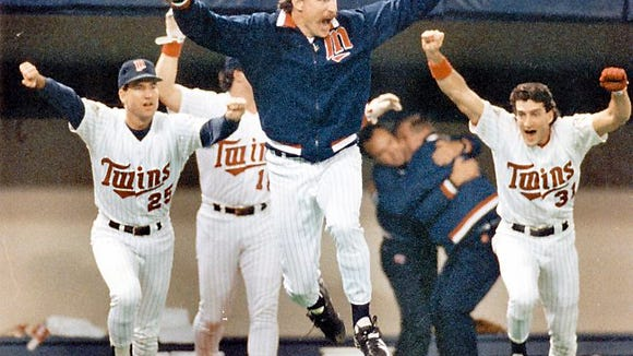 Minnesota Twins pitcher Jack Morris, center, leads