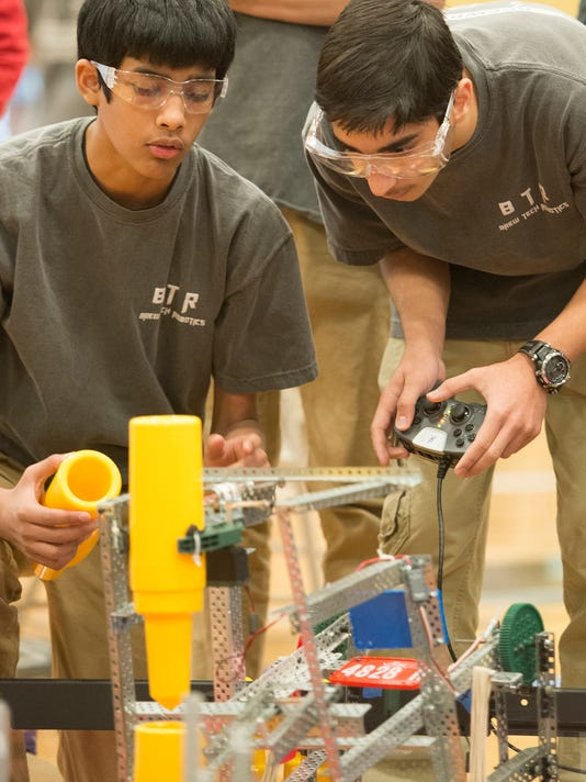 111514RoboticsCompetition03.jpg