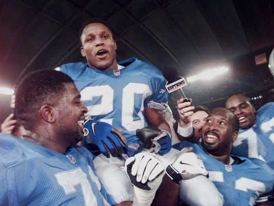 Detroit Lions running back Barry Sanders gets a ride on the shoulders of  offensive linemen Kevin Glover 4de855d48
