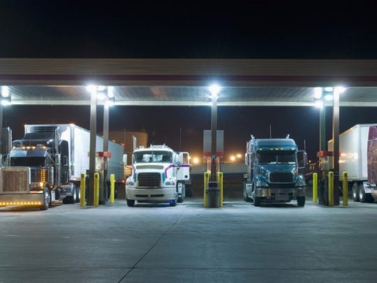 Trucker bonuses reach $8,000 but owner-operators and truck