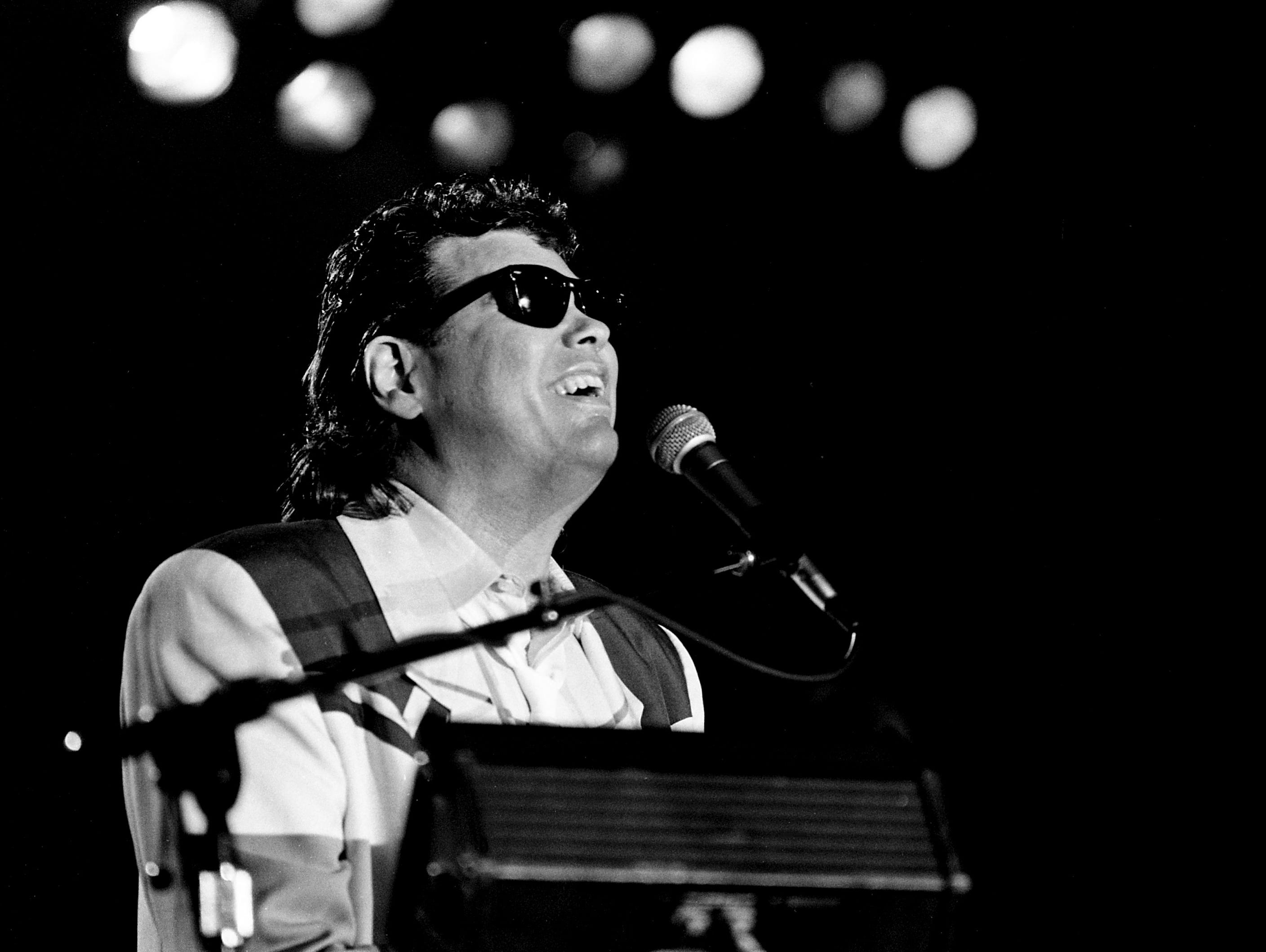 Take a look back with a gallery of Ronnie Milsap's 1986 'Lost in the Fifties' homecoming dance/concert.