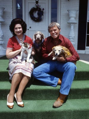 Kitty Wells, left, and Tom T. Hall get acquainted on May 11, 1984 with some of the Williamson County Humane Association animals at Hall's home.