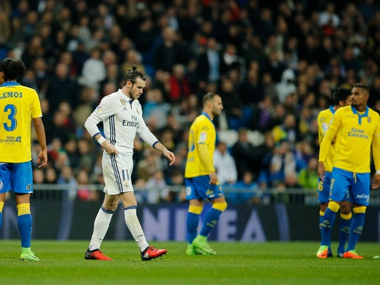 Real Madrid's Gareth Bale, second left, walks off after receiving a red card during a Spanish La Liga soccer match between Real Madrid and Las Palmas at the Santiago Bernabeu stadium in Madrid, Spain, Wednesday March 1, 2017. (AP Photo/Paul White)