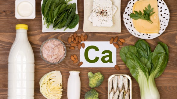 Foods containing calcium include spinach, almonds and