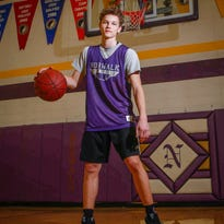 How an NBA-heavy basketball upbringing shaped Iowa sophomore hoops standout Bowen Born
