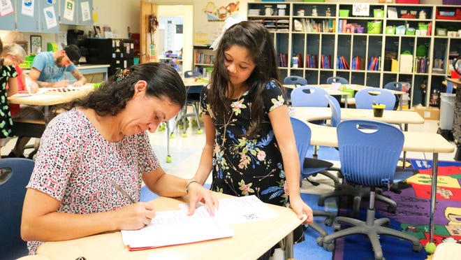Parents and students met with staff at Banks Elementary before school starts on Monday, Aug. 26, 2019.