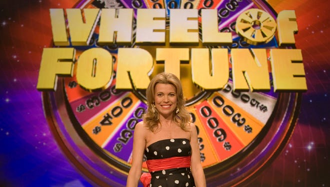 "Vanna White, South Carolina native and co-host of ""Wheel of Fortune,"" poses on the set Friday, Jan. 12, 2007, in North Charleston, S.C. South Carolina's most famous letter-turner returned home Friday as White and co-host Pat Sajak spun the ""Wheel of Fortune"" in her native state. (AP Photo/Alice Keeney)"
