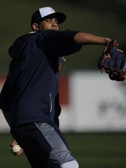 David Price throws Thursday as Tigers pitchers and catchers report to spring training.