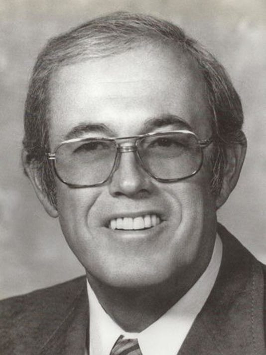 Mesa Mayor Don Strauch