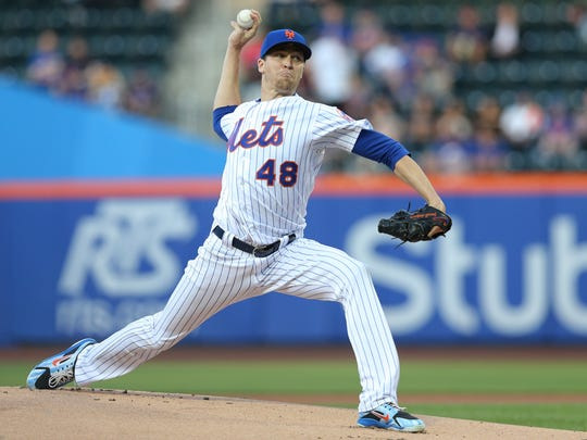 New York Mets starting pitcher Jacob deGrom (48) pitches