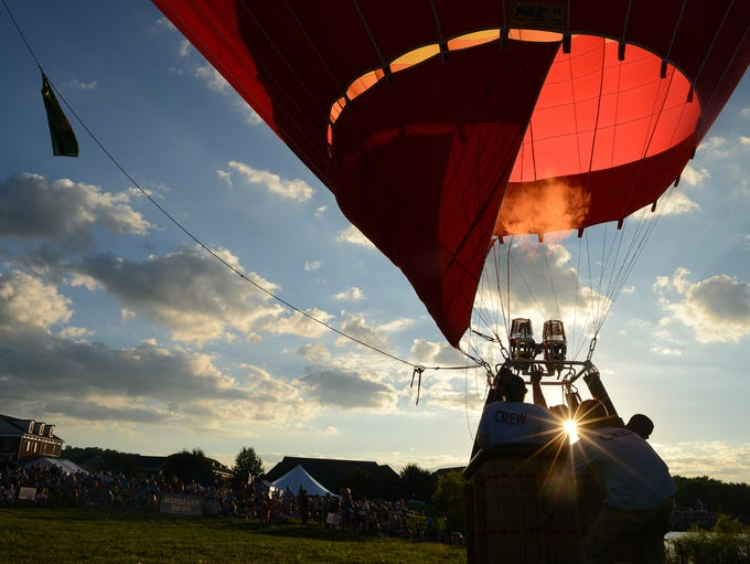 Pilot Logan Bedford of Middle Tennessee Hot Air Adventures