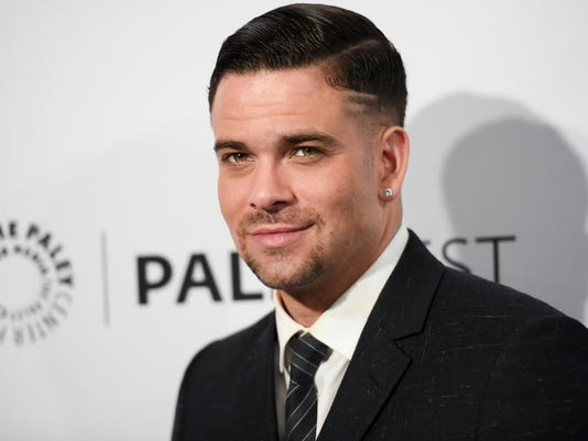 AP PEOPLE-MARK SALLING A ENT FILE USA CA