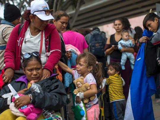 Una caravana de unos 130 migrantes centroamericanos, en su mayoría mujeres y niños, llegó a la ciudad fronteriza de Tijuana con la intención de solicitar asilo en Estados Unidos.