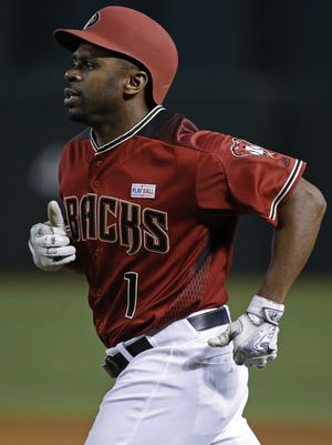 Diamondbacks' Michael Bourn (1) heads back to the dugout after a pinch-hit sacrifice bunt against the Giants in the seventh inning at Chase Field on May 15, 2016 in Phoenix, Ariz.
