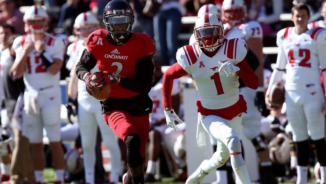 Cincinnati WR Mekale McKay runs for a touchdown after a catch against SMU.