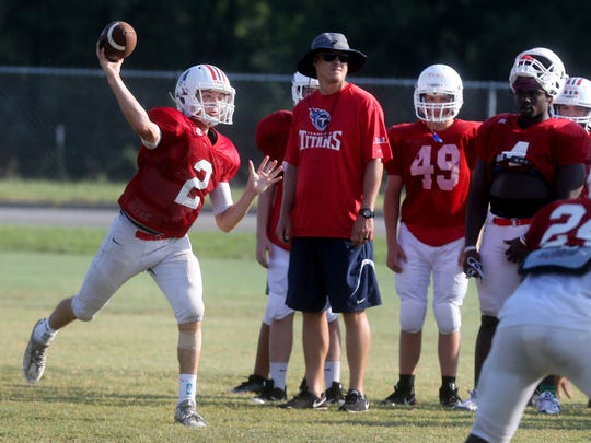 Oakland Brevin Linnell (2) throws a pass during practice on the first day to wear football pads for the season, on Monday, July 24, 2017.