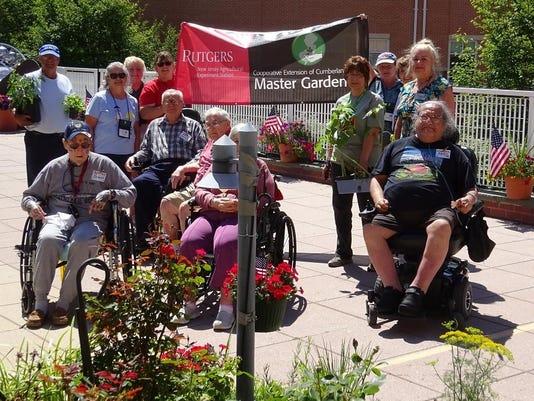 Master Gardeners visit veterans home