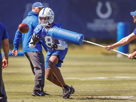 Indianapolis Colts wide receiver Deon Cain (8) catches