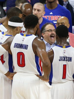 Detroit Pistons head coach Stn Van Gundy talks with his players during fourth quarter action against the Cleveland Cavaliers on Friday, April 22, 2016 at The Palace of Auburn Hills.