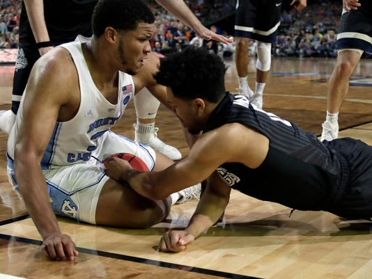 North Carolina's Kennedy Meeks places his right hand outside of the line as Meeks and Gonzaga's Silas Melson (0) battle for a loose ball during the second half in the finals of the Final Four NCAA college basketball tournament, Monday, April 3, 2017, in Glendale, Ariz. (AP Photo/David J. Phillip)