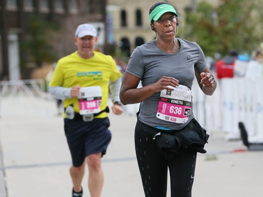 Ronetta Watson strides to the finish of the PNC Milwaukee