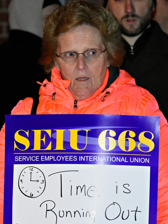 Furloughed workers rally at Wagner's office